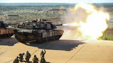 Australijski M1 Abrams podczas ćwiczeń. Załoga oddała strzał zdalnie