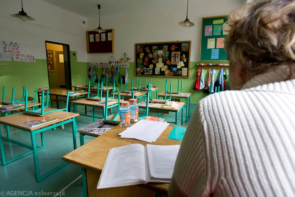 Nauczycielka nie zakłada maseczki