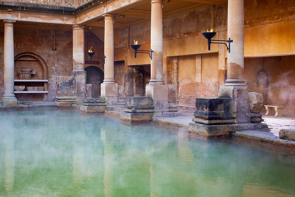 Łaźnia, podobnie jak sauna, to miejsce, w którym panuje podwyższona temperatura oraz ściśle określona wilgotność