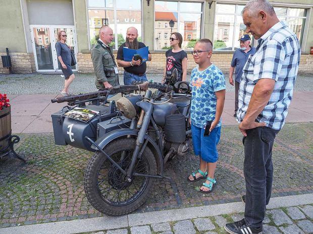 Zdjęcie numer 22 w galerii - Międzynarodowy rajd zabytkowych pojazdów na Rynku w Wałbrzychu. Było co podziwiać [ZDJĘCIA]