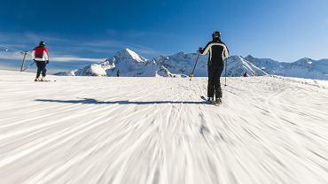 Początkujący przygodę z nartami powinni zaczynać pod okiem instruktora