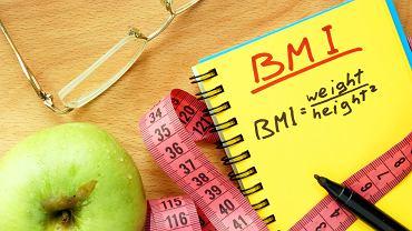 Kalkulator BMI wykonuje proste obliczenia stosunku masy ciała do wzrostu. Zdjęcie ilustracyjne