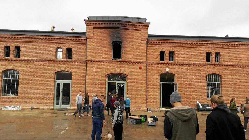 Zdjęcie numer 2 w galerii - Po pożarze w koszarach zaczęła się zbiórka pieniędzy, by je odbudować