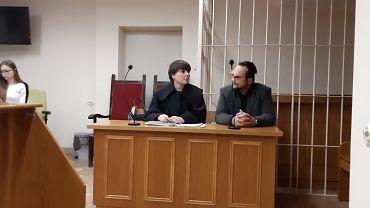 Psychiatra dr Krzysztof Klementowski [zgodził się na publikację danych osobowych, nie zgodził się na publikację wizerunku - red] stanął przed sądem. Na zdjęciu z obrońcą Katarzyną Politańską-Torz