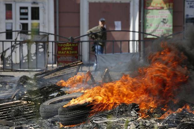 Płonąca barykada w Mariupolu