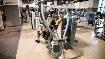 Siłownia Fitness Point w galerii MM dziala w czerwonej strefie (jaka obowiazuje w mieście) W klubie ćwiczą sportowcy przygotowujący sie do zawodów. Poznań, 10 października 2020