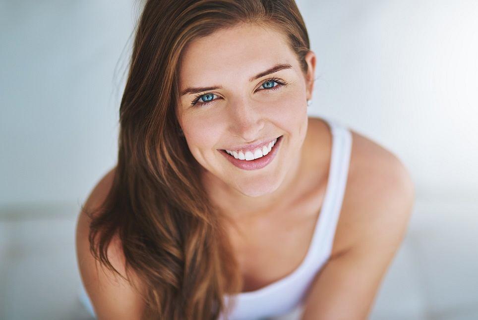 Jak pielęgnować delikatną skórę w okolicach ocz