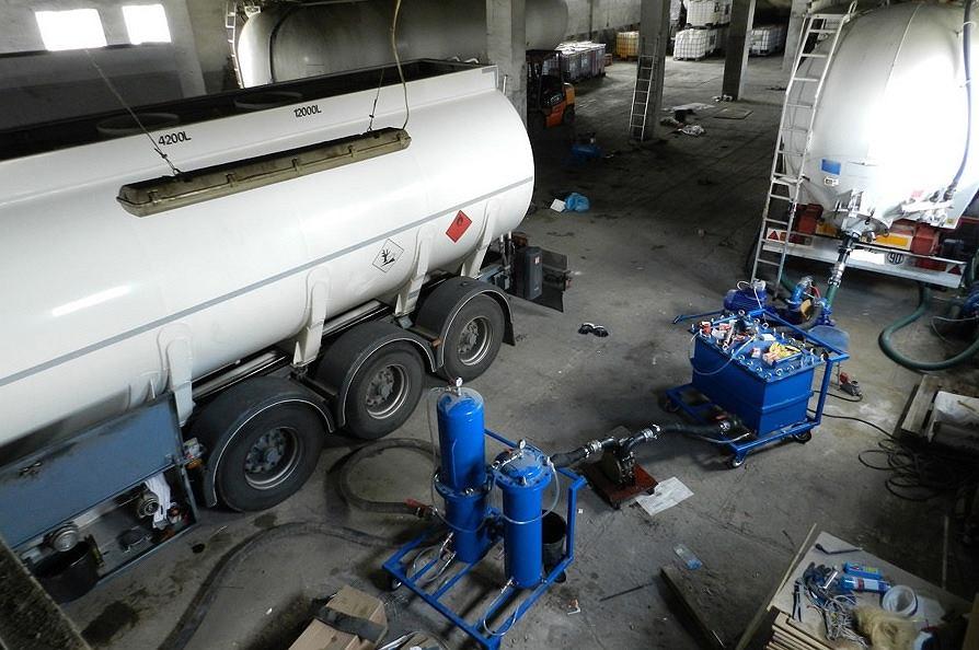 KAS zlikwidowała grupę przestępczą, wprowadzającą do obrotu nielegalne paliwa