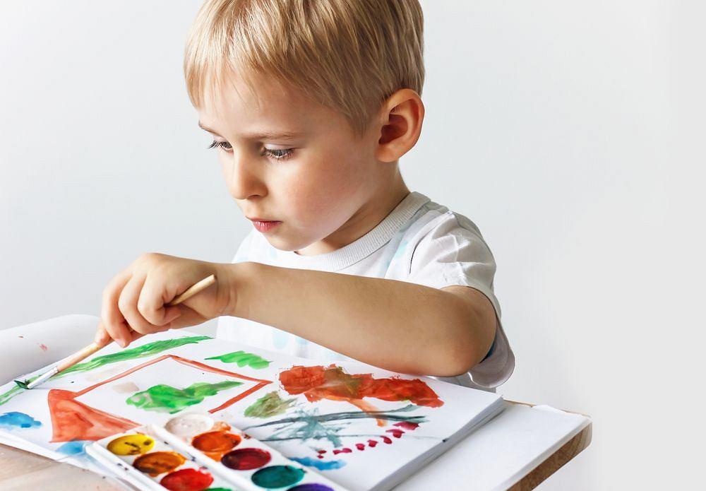 Leworęczne dziecko, czyli mniej zdolne? Wręcz przeciwnie. Sporo badań wskazuje na większe uzdolnienia artystyczne i kreatywność leworęcznych