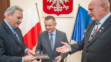 Szef NIK Marian Banaś udekorowany z okazji 40-lecia Konfederacji Polski Niepodległej