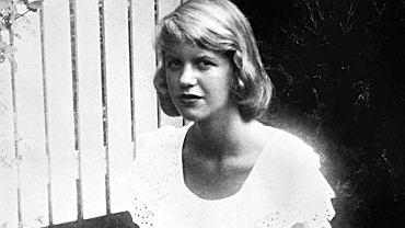Gdy córka Sylvii Plath odkłada ostatni list, ma wrażenie, 'jakby niemal czuła zapach matki'. Musiała się zmierzyć z lekturą sama. Jej brat osiem lat wcześniej się powiesił