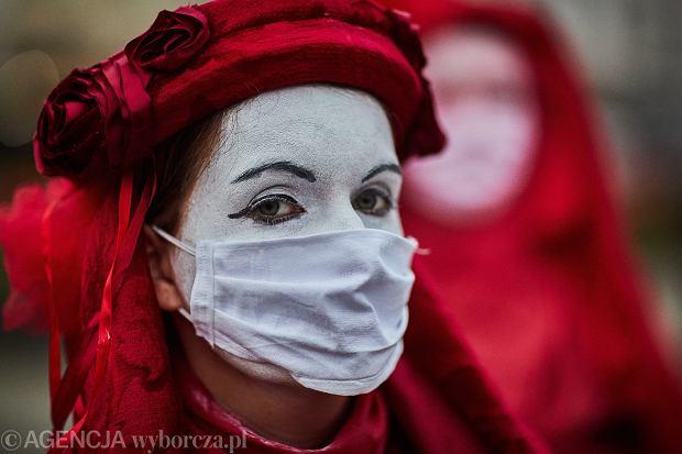 Protest kobiet z okazji 102 rocznicy uzyskania praw wyborczych dla kobiet, Łódź, 28 listopada 2020 r.