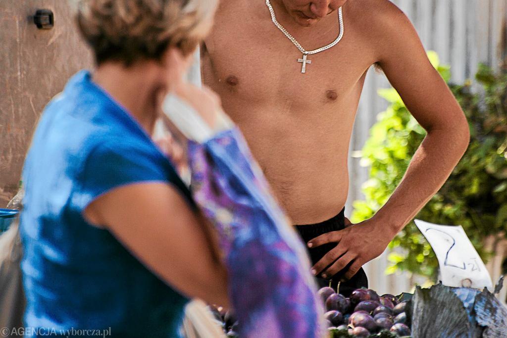 W upały panowie zrzucają ubrania. Czy nagi mężczyzna w centrum miasta to już norma?