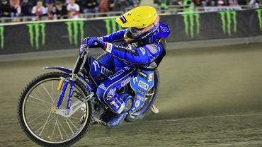 Artiom Łaguta wygrał w piątek przedostatnią rundę żużlowej Grand Prix na Motoarenie w Toruniu. Obrońca tytułu Bartosz Zmarzlik traci do Rosjanina już 9 pkt.