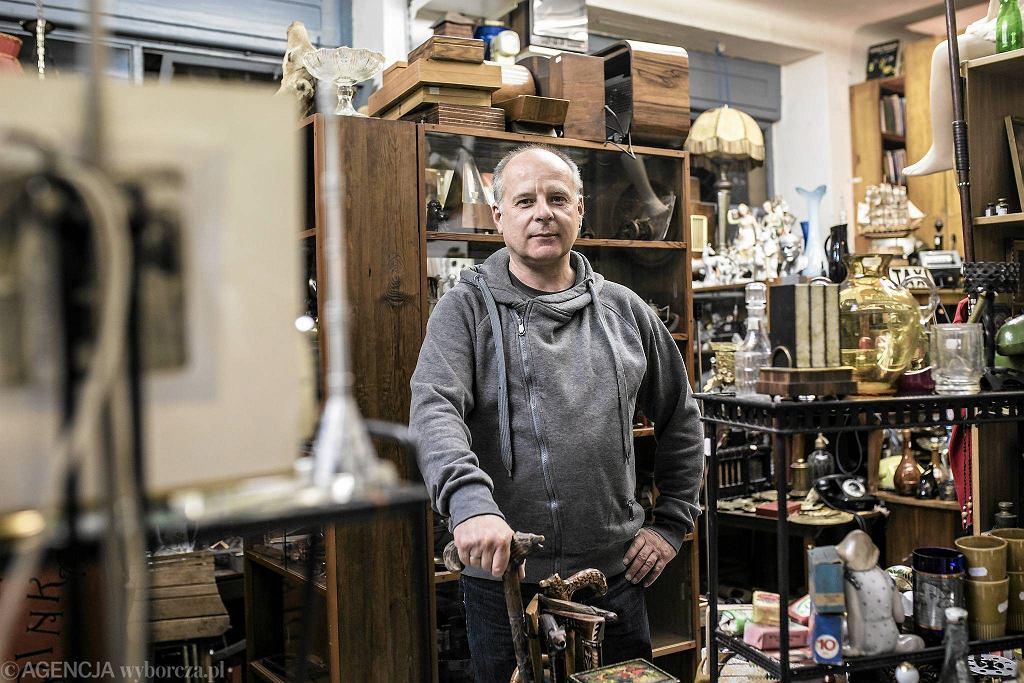Tomasz Bareja ze sklepu z rzeczami dawnymi Bareja Klub przy ul. Środkowej rób Stalowej