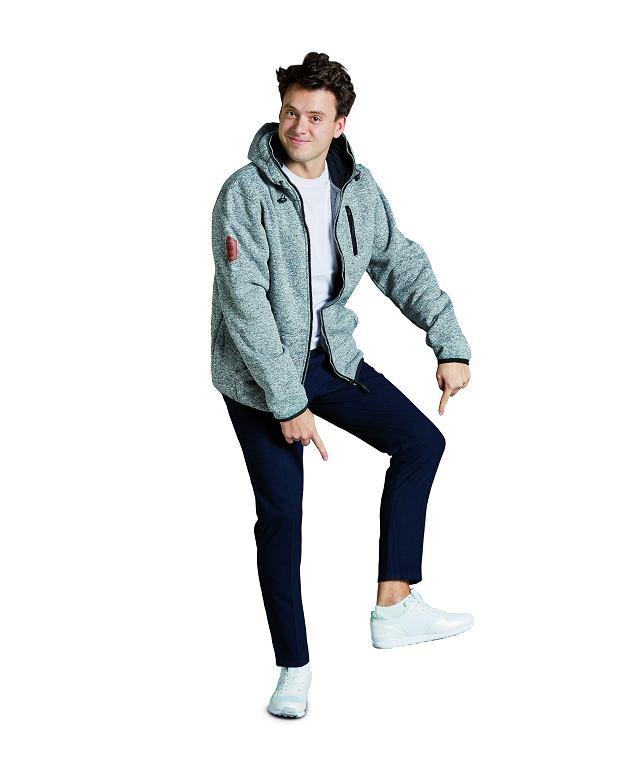 bluza, 41,98 zł (65% baweł na, 35% poliester) T-shirt, 14,99 zł (65% bawełna, 30% poliester, 5% elastan) spodnie, 54,59 zł (poliester) buty, 48,99 zł (tworzywo sztuczne)