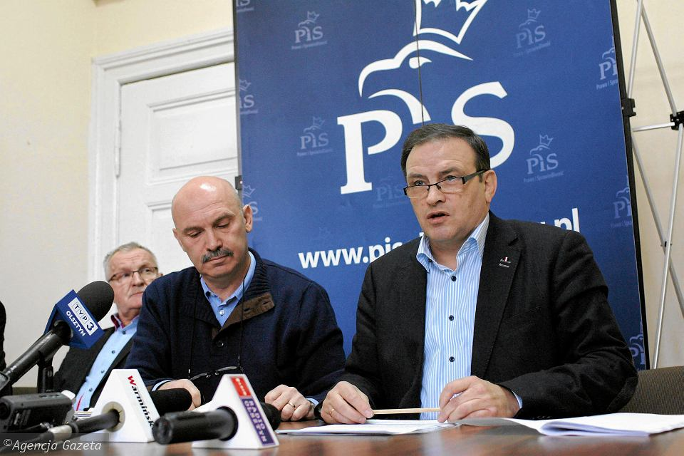 Radni PiS Olsztyn podczas konferencji prasowej, rok 2016