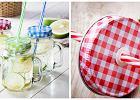 TREND: słoiki ze słomką i butelki z pojemnikiem na owoce