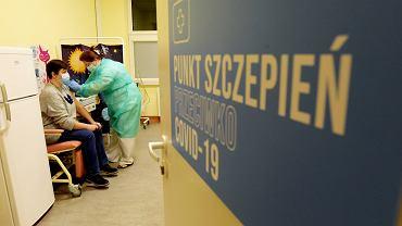 .Pierwsze szczepienia przeciw covid w Olsztynie