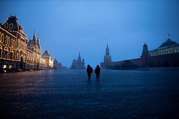 Milicja patroluje Plac Czerwony w dobie pandemii koronawirusa. Moskwa, 30 marca 2020 r.