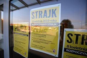 Strajk nauczycieli. Do strajkujących przedszkoli przyprowadzono 61 dzieci