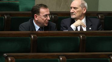 Koordynator specsłużb Mariusz Kamiński oraz minister obrony narodowej Antoni Macierewicz - to oni mogą odpowiadać za podsłuchiwanie obywateli