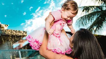 Jak rozmawiać z córką o ciele?