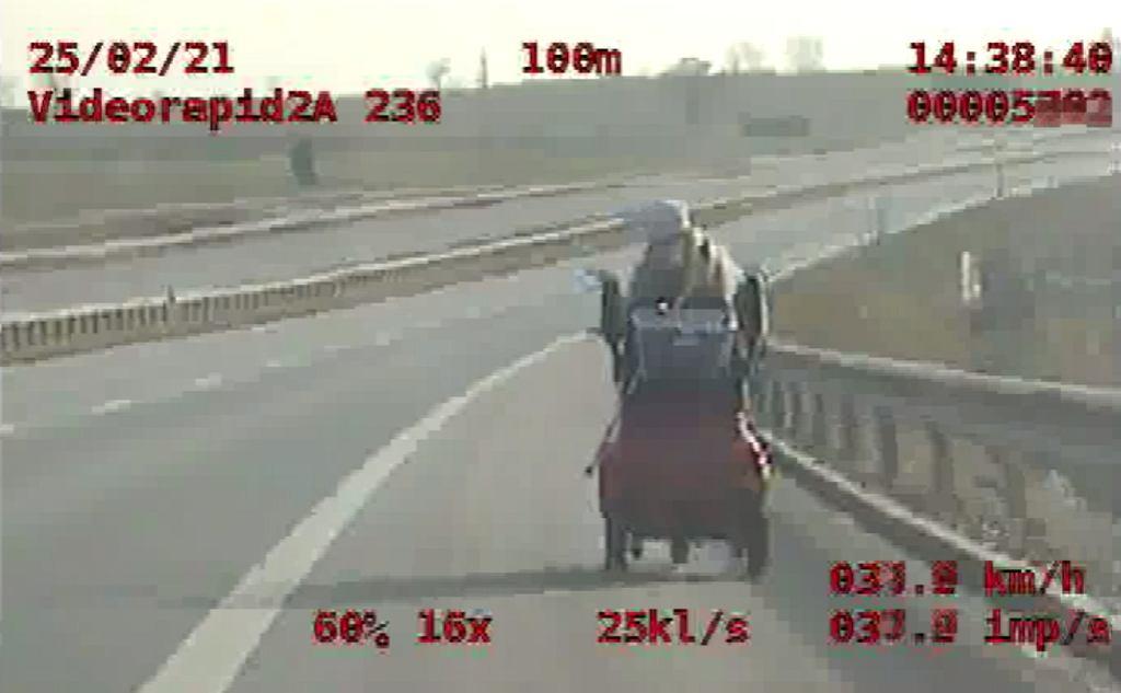 Trasa S5. Jechała wózkiem inwalidzkim po drodze ekspresowej. Interweniowała policja