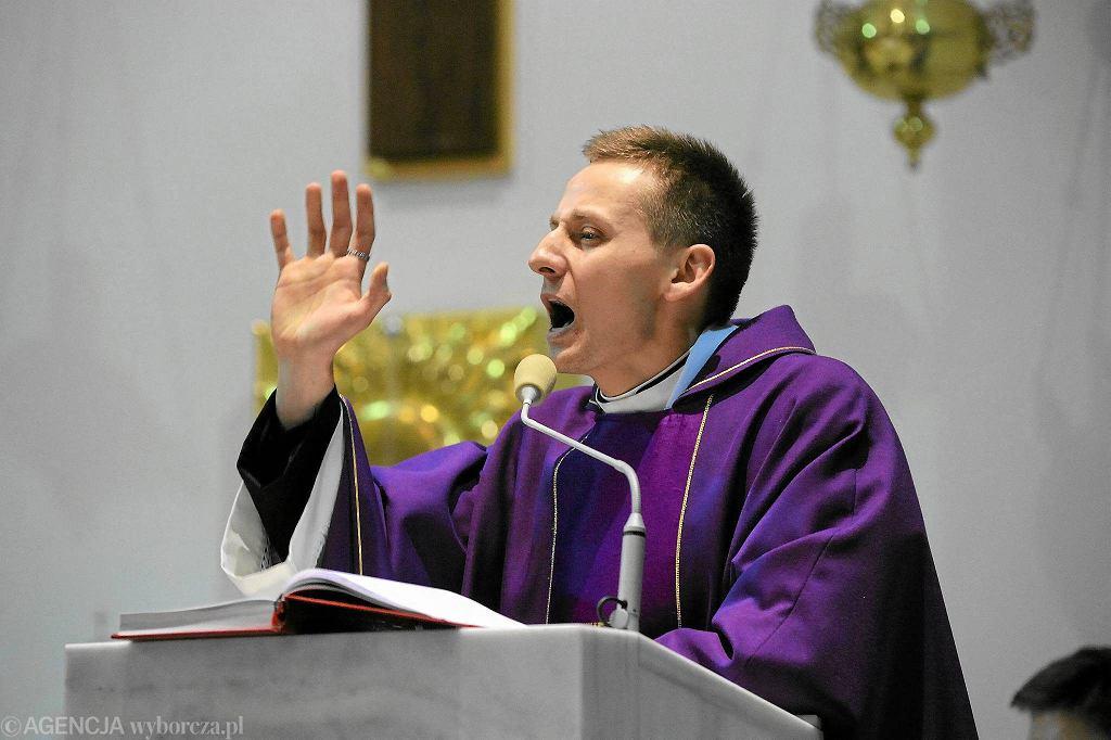Ks. Jacek Międlar podczas pożegnalnej mszy we Wrocławiu. Jego przełożeni zdecydowali wtedy o przeniesieniu go do Zakopanego