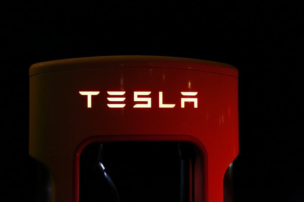 Tesla traci na wartości