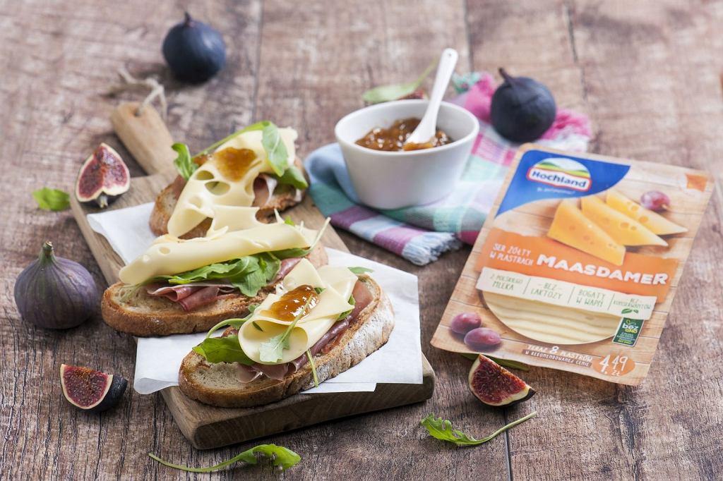 Grzanki z chleba na zakwasie z serem Maasdamer Hochland, szynką parmeńską i konfiturą z figi