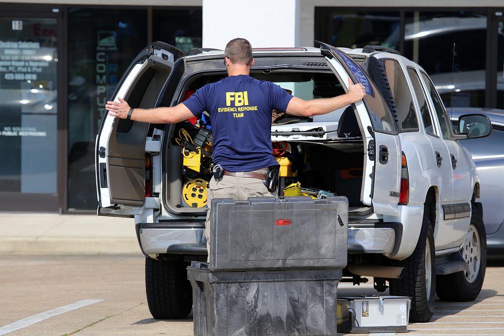 Agent FBI w terenie (fot. Shutterstock)