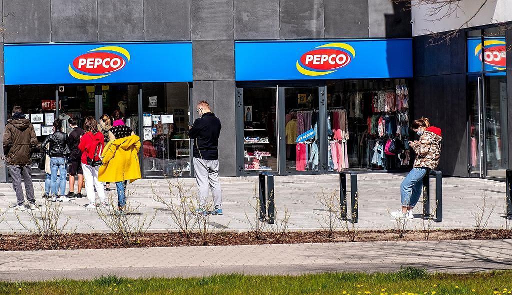 Pepco sprzedaje uwielbianą przez kobiety sukienkę za 40 zł. To model idealny na lato, w dodatku wyszczupla (zdjęcie ilustracyjne)