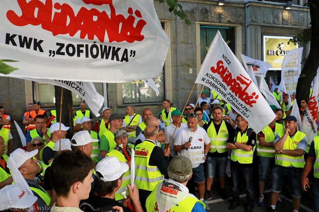 Protest górników pod ministerstwem ws. odwołania prezesa JSW, Daniela Ozona