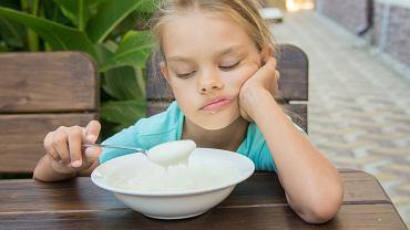 Niezależnie od tego, czy brak apetytu występuje u dorosłych czy u dzieci, nie należy go ignorować. Jeśli ma on charakter przewlekły, jak najszybciej zasięgnij opinii dietetyka albo skontaktuj się z lekarzem pierwszego kontaktu.