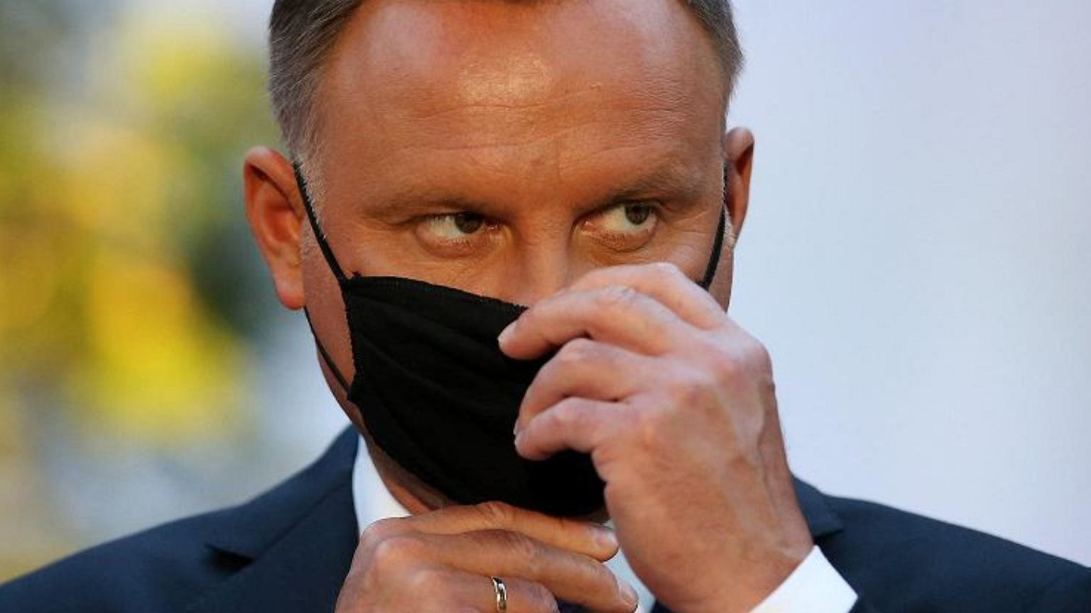 Andrzej Duda przed urodzinami odwiedził aptekę. Fotoreporterzy wypatrzyli, co kupił
