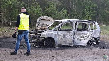 Opolskie. Małżeństwo znalezione w spalonym samochodzie najprawdopodobniej popełniło samobójstwo