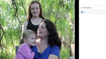 Rebekah z córkami