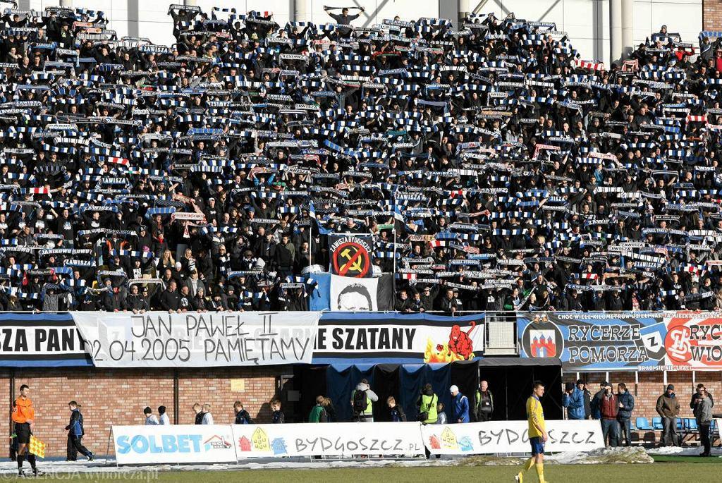 Kibice Zawiszy na stadionie w Bydgoszczy