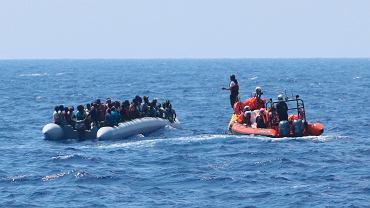 Włoski senat przegłosował nowy dekret o bezpieczeństwie, który przewiduje zwiększenie kar z 25 tys. do miliona euro za ratowanie migrantów na morzu