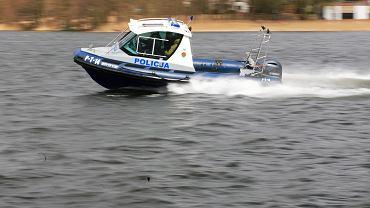Płociczno Staw. Wywróciła się łódka, na której był 34-letni ojciec z 7-letnią córką. Mężczyzna utonął. Zdjęcie ilustracyjne