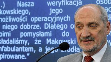 Antoni Macierewicz, wiceprezes PiS, podczas konferencji prasowej na temat prób powołania komisji śledczej ds. likwidacji WSI