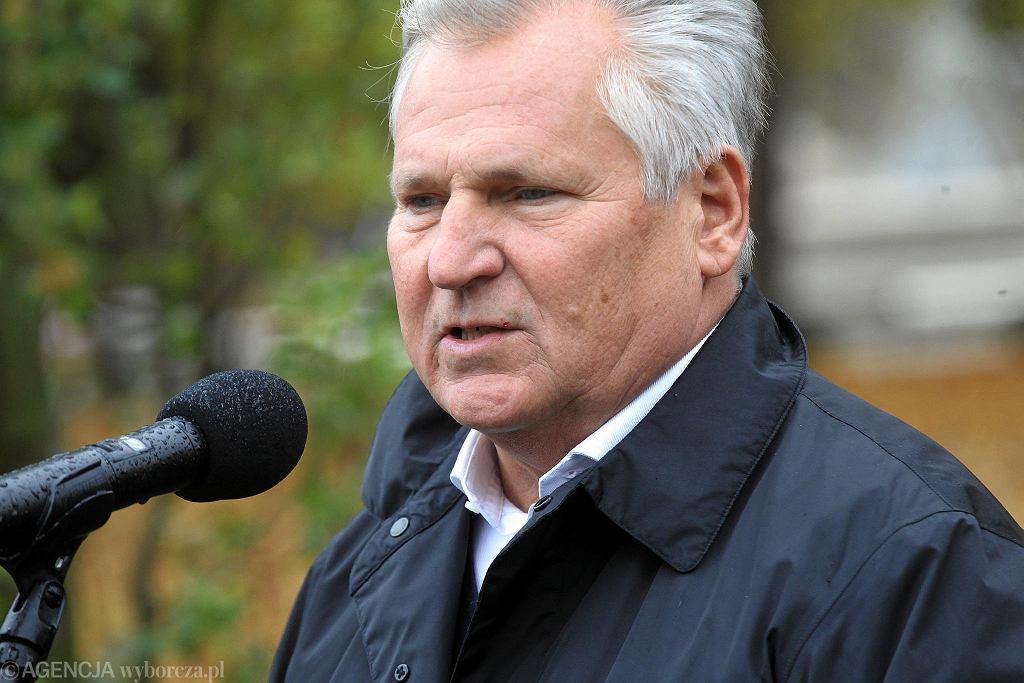 Aleksander Kwaśniewski w Ogrodzie Saskim podczas uroczystości posadzenia dębu z okazji 100-lecia niepodległości Polski