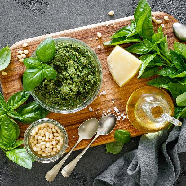 Przepisy na letnie potrawy z bazylią