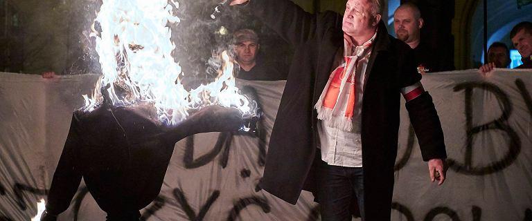 Film ze spalenia kukły Żyda pokazany podczas Światowego Forum Holokaustu