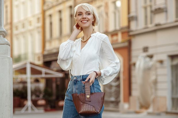 DStreet,Style,Photo,Of,Happy,Smiling,Fashionable,Woman,Wearing,Trendy