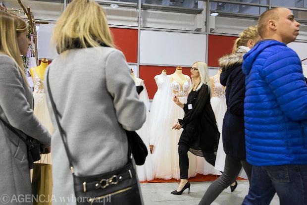 Zdjęcie numer 12 w galerii - Wizażyści, cukiernicy, pokazy mody i konkursy. Pierwszy dzień targów ślubnych Ona & On [ZDJĘCIA]