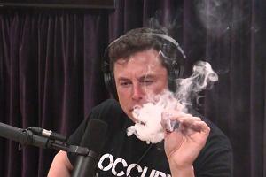 Szef NASA twierdzi, że Elon Musk nie będzie już palił publicznie marihuany. To nie pomogło