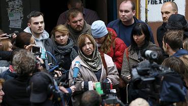 8 października 2015, Mińsk, noblistka Swietłana Aleksijewicz rozmawia z dziennikarzami po konferencji prasowej w redakcji opozycyjnej 'Naszej Niwy'