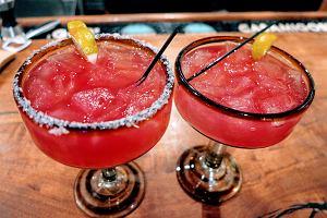 Margarita truskawkowa - przepis na orzeźwiający drink na lato [wersja z alkoholem lub bez]